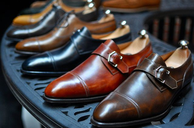 9 PAIRS OF SHOES EVERY MAN SHOULDOWN